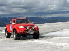 Ver foto 2 de Toyota Hilux Invincible Double Cab by Arctic Trucks 2009