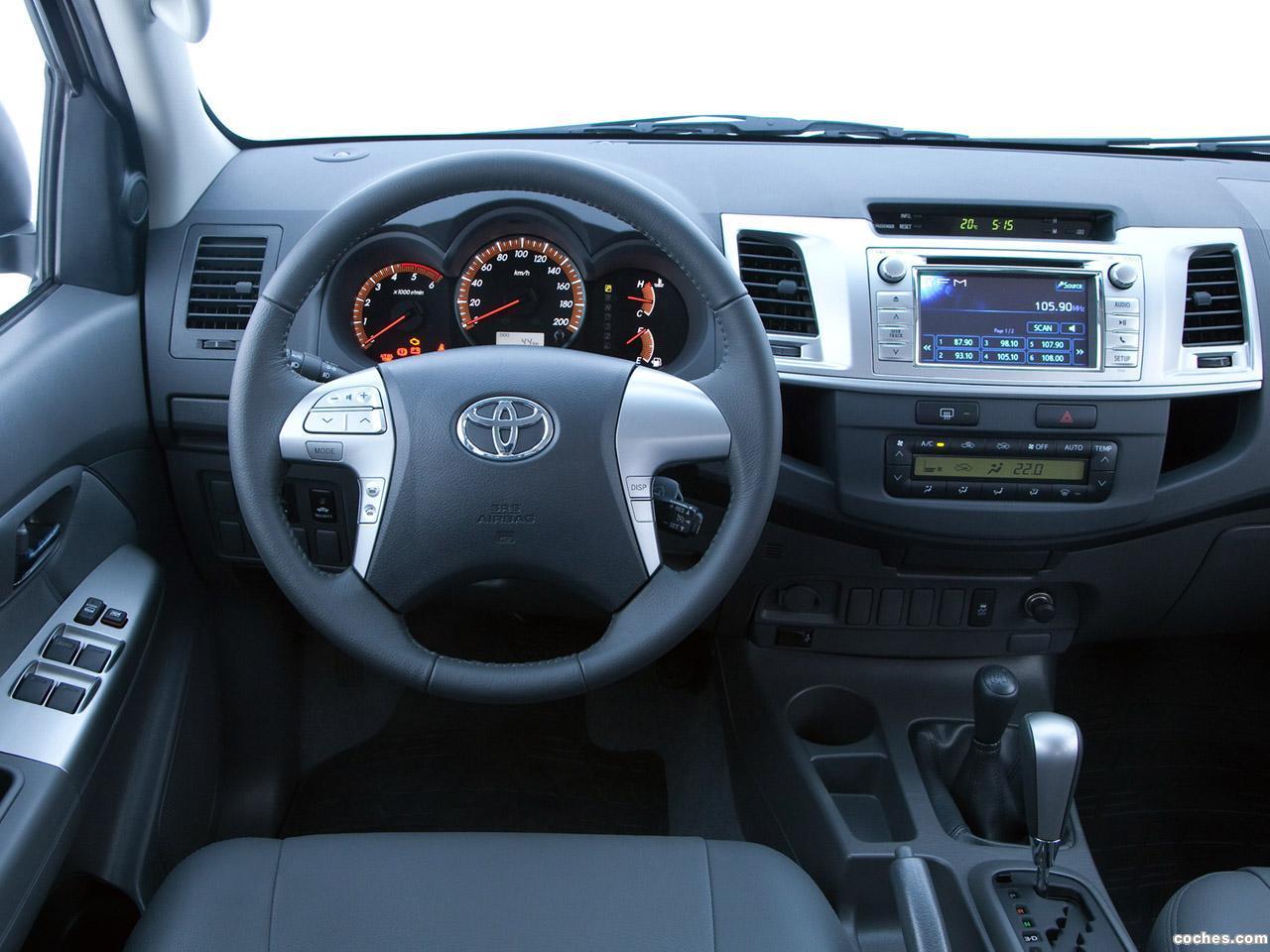 Foto 10 de Toyota Hilux SRV Double Cab 4x4 2012