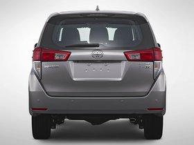 Ver foto 2 de Toyota Kijang Innova 2015