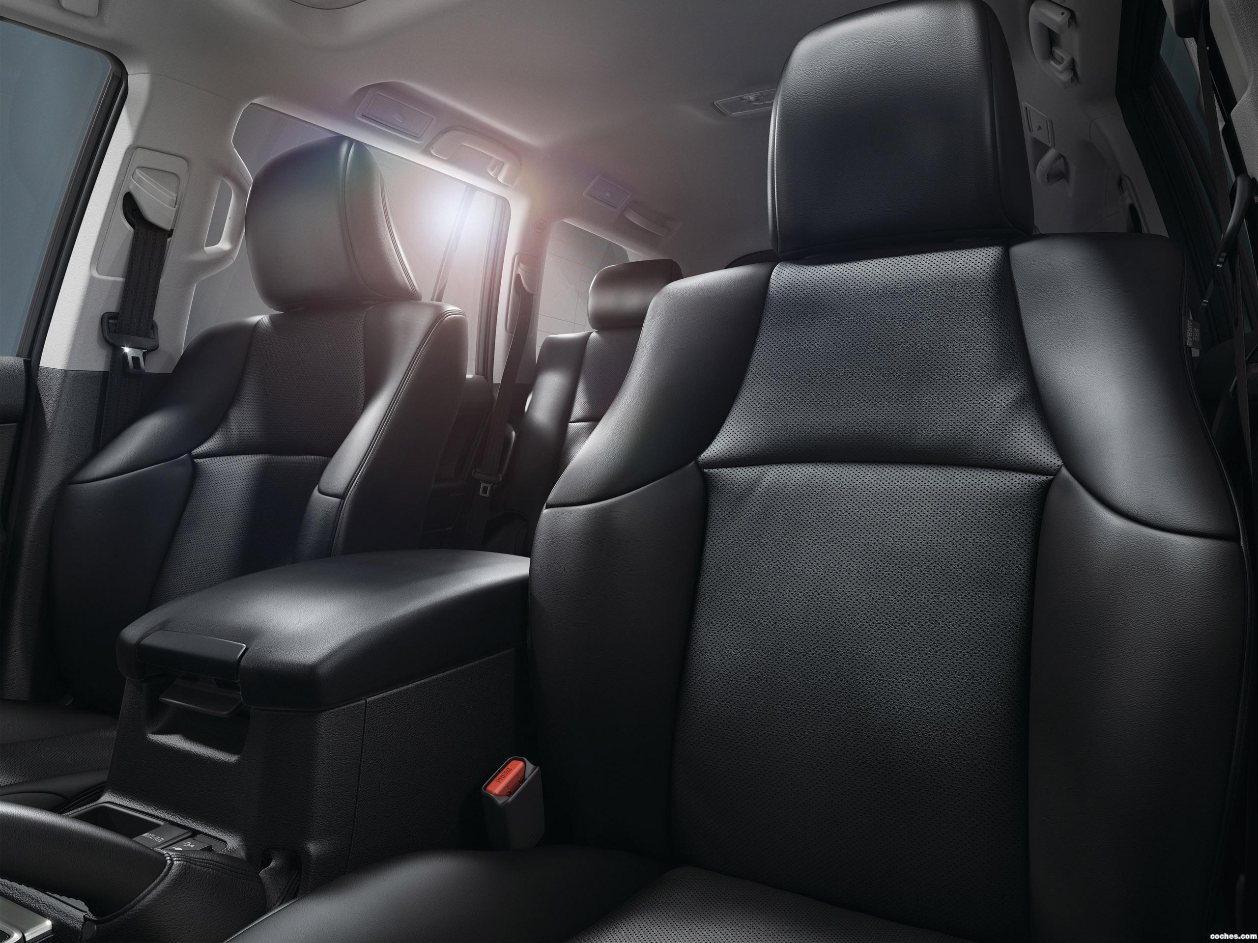 Foto 19 de Toyota Land Cruiser 150 2017
