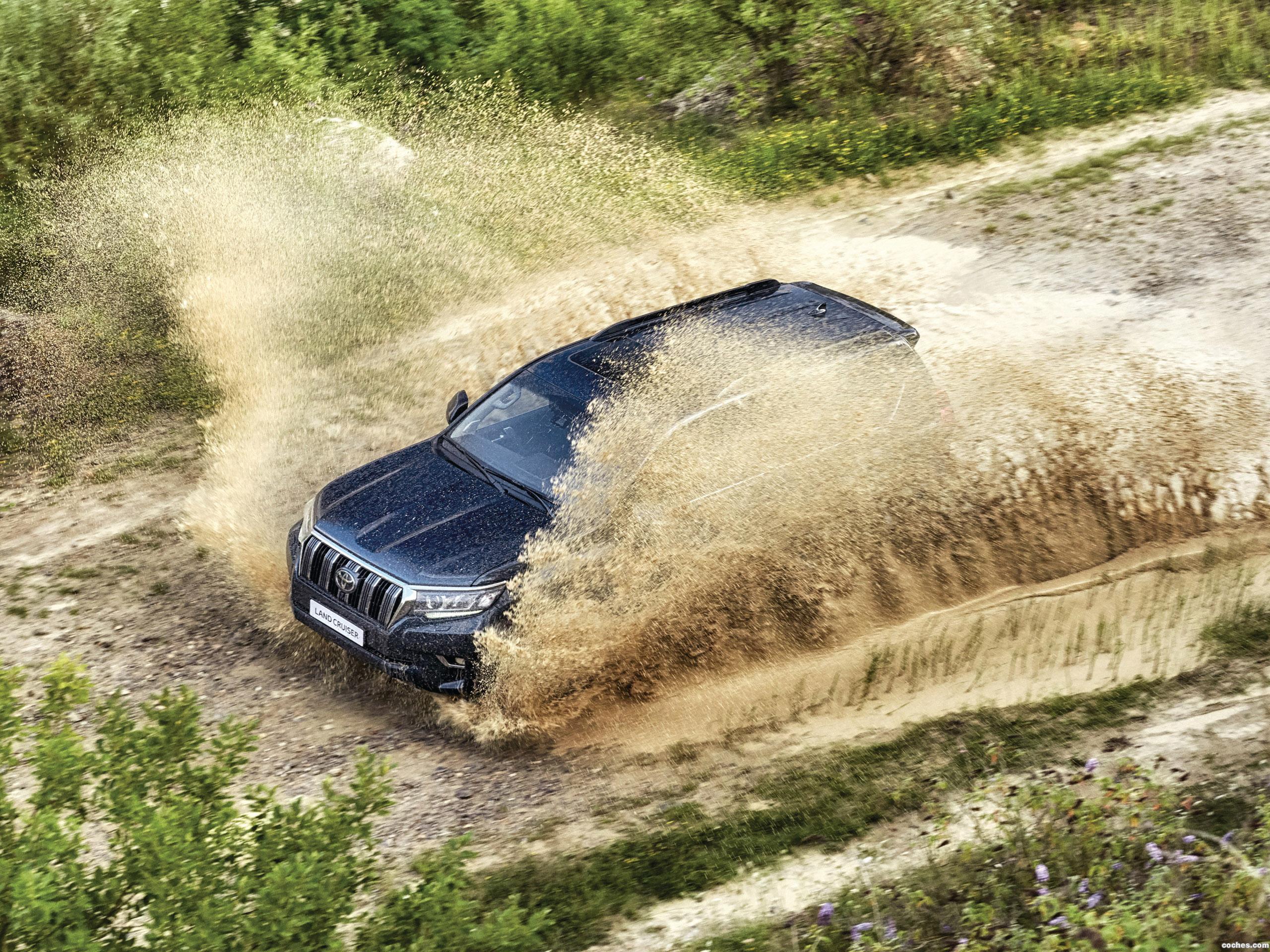 Foto 14 de Toyota Land Cruiser 150 2017