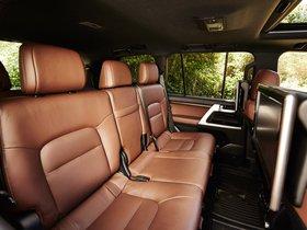 Ver foto 26 de Toyota Land Cruiser URJ200 USA 2015