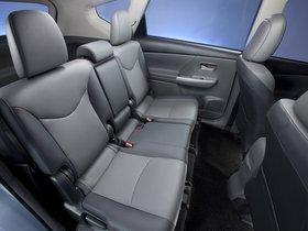 Ver foto 32 de Toyota Prius V 2011