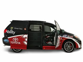 Ver foto 2 de Toyota Ultimate NASCAR Fan Sienna Rampvan Concept 2008