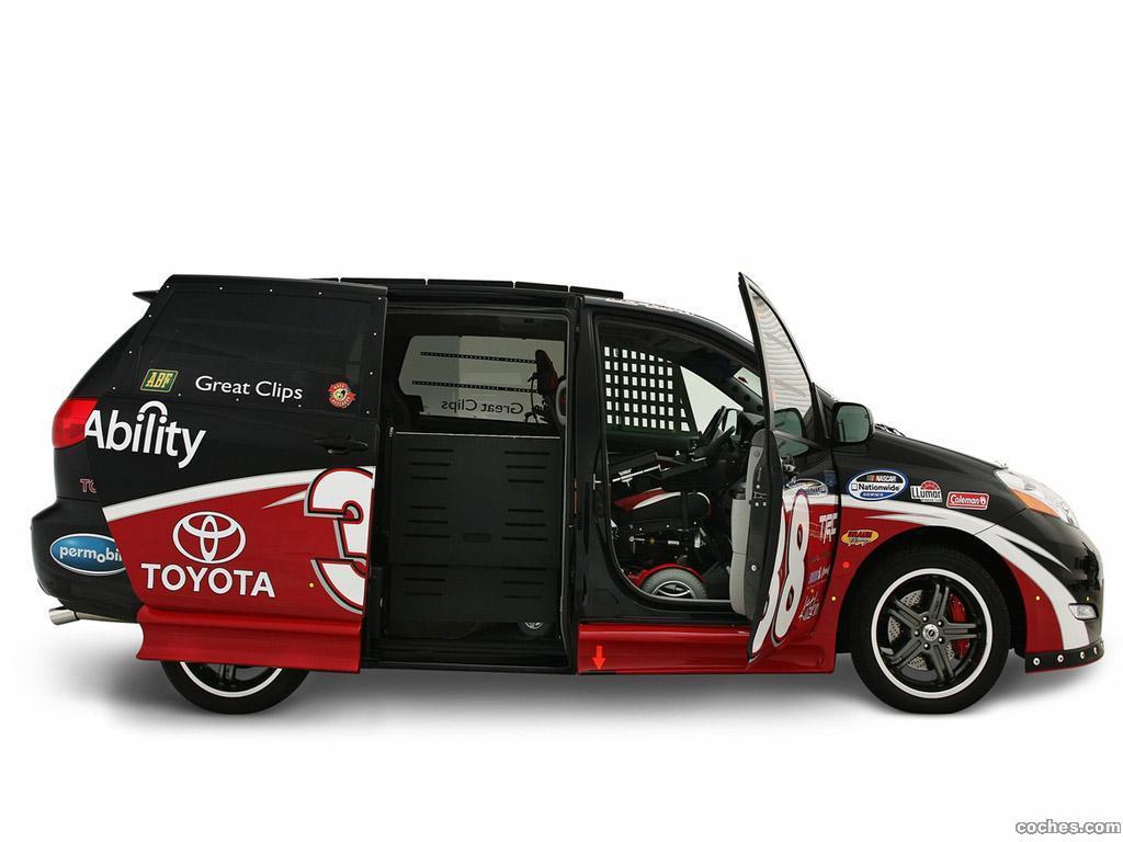 Foto 1 de Toyota Ultimate NASCAR Fan Sienna Rampvan Concept 2008
