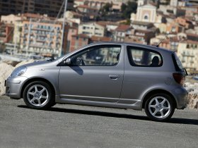 Ver foto 27 de Toyota Yaris 2003
