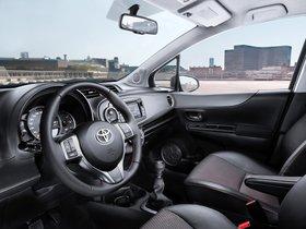 Ver foto 2 de Toyota Yaris 5 puertas 2011