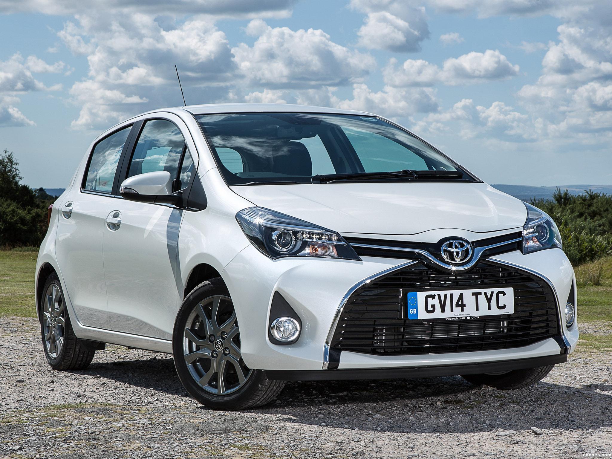 Foto 0 de Toyota Yaris 5 puertas UK 2014