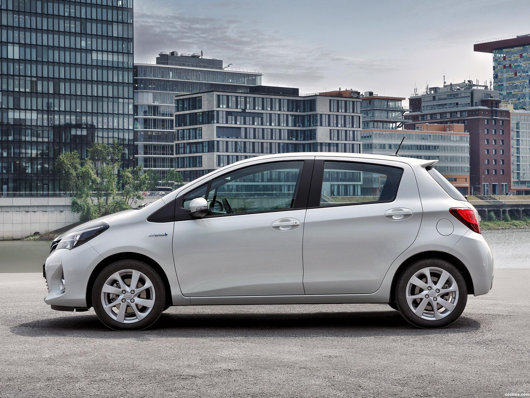 Foto 1 de Toyota Yaris Hybrid 2014