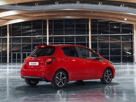 Ver foto 2 de Toyota Yaris Hybrid Style  2015