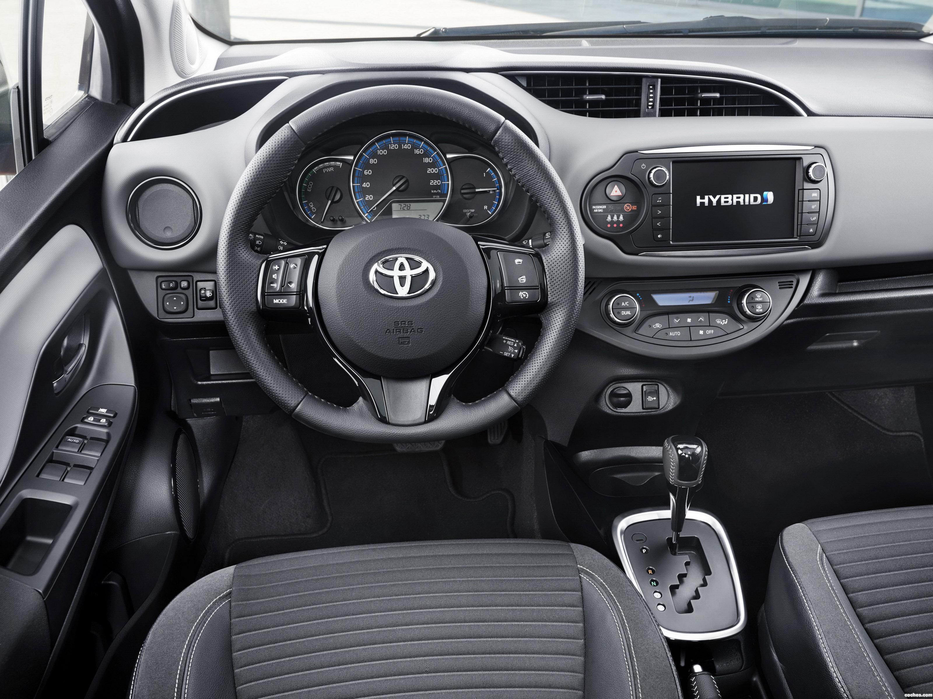 Foto 7 de Toyota Yaris Hybrid Style  2015