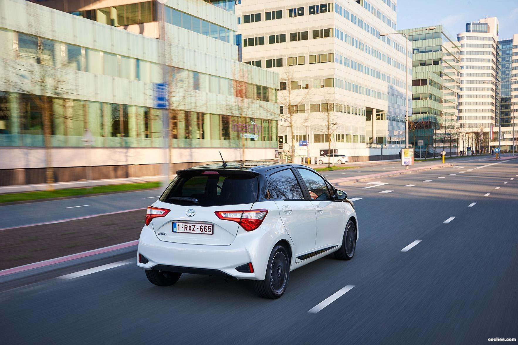 Foto 23 de Toyota Yaris 2017
