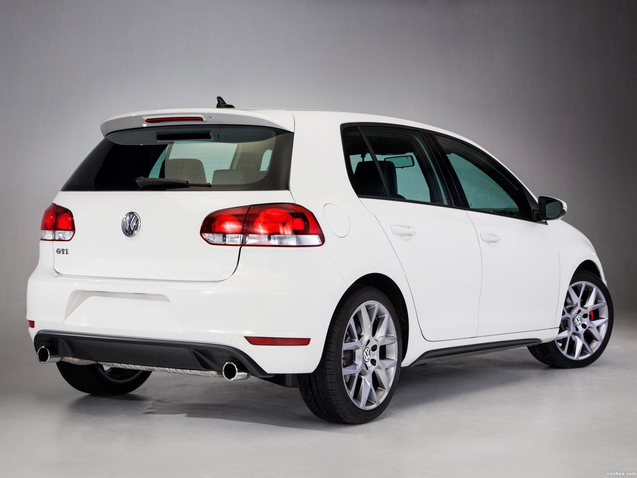 Foto 1 de Volkswagen Golf GTI Drivers Edition USA 2013