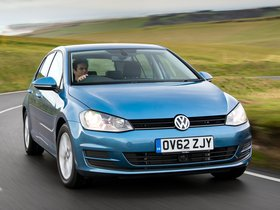 Fotos de Volkswagen Golf 7 5 puertas TDI Bluemotion UK 2013