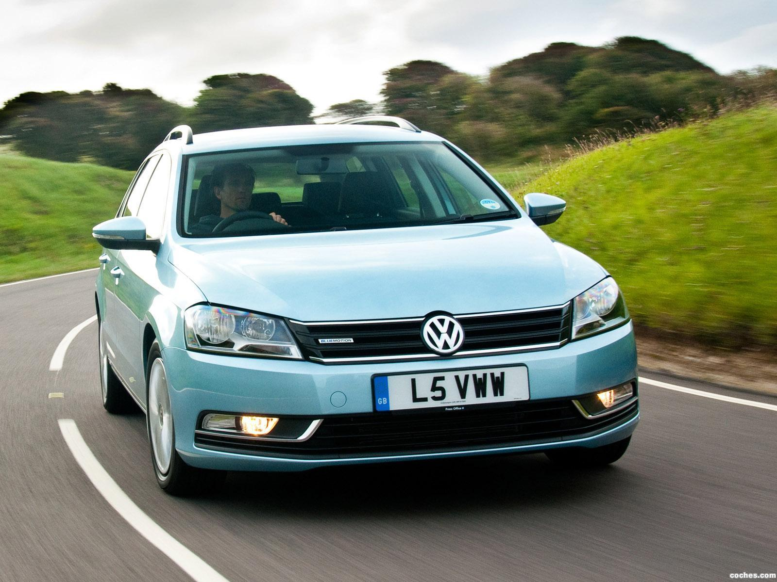 Foto 0 de Volkswagen Passat Variant BlueMotion UK 2010