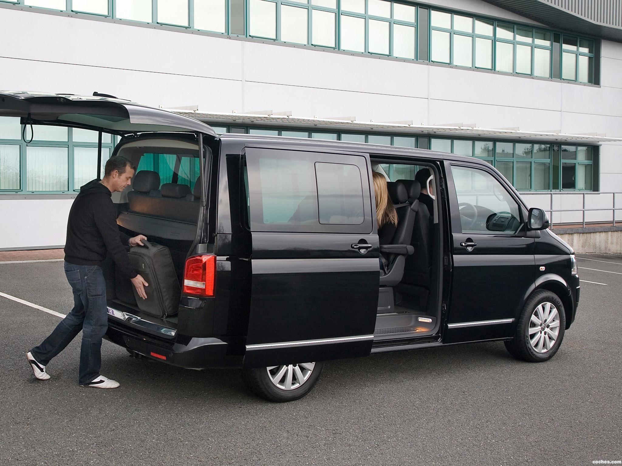 Foto 2 de Volkswagen T5 Caravelle UK 2009