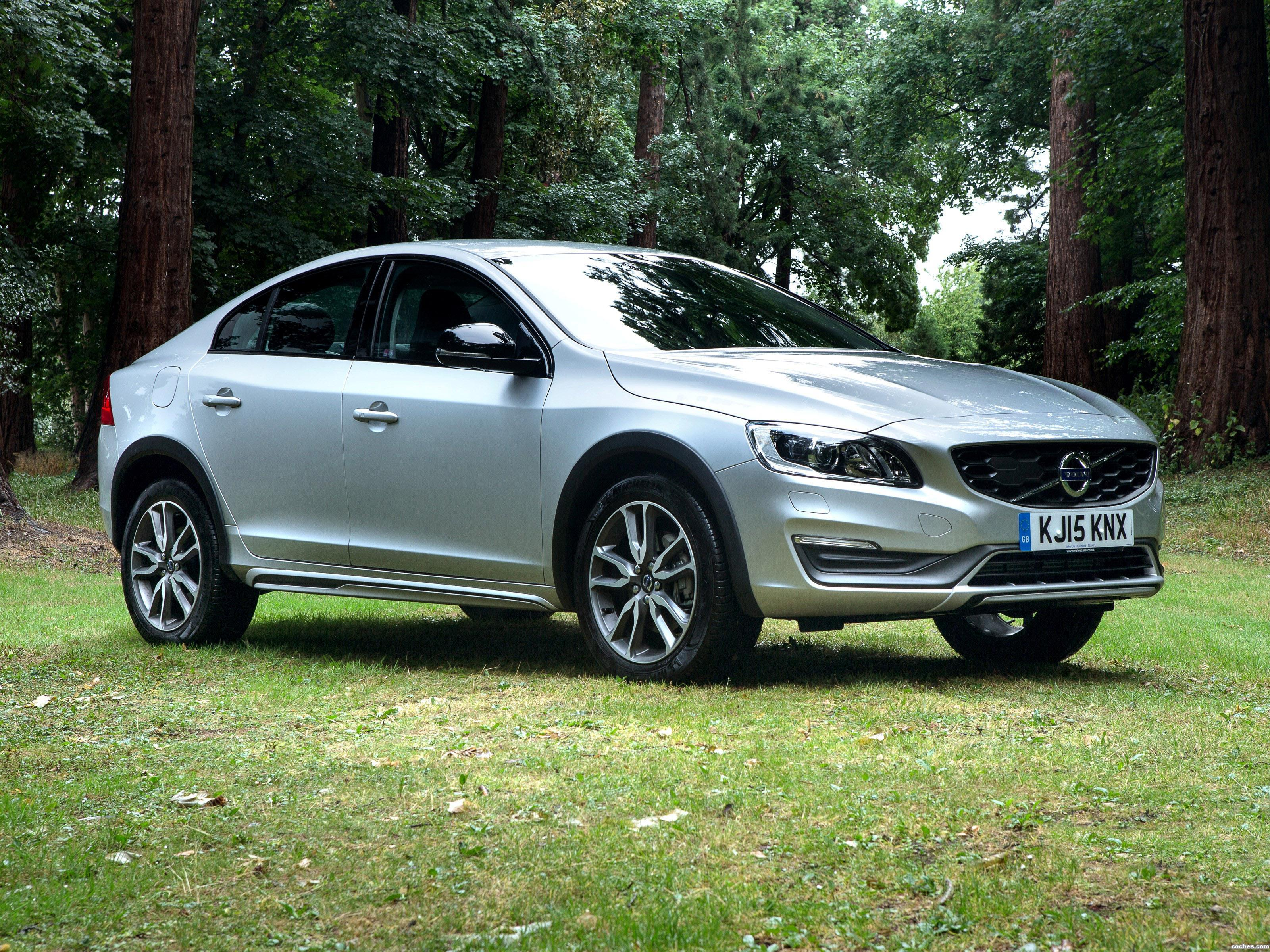 fotos de volvo s60 cross country uk 2015. Black Bedroom Furniture Sets. Home Design Ideas