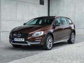 Ver foto 2 de Volvo V60 D3 Cross Country UK 2015
