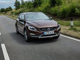 Fotos de Volvo V60 D3 Cross Country UK 2015