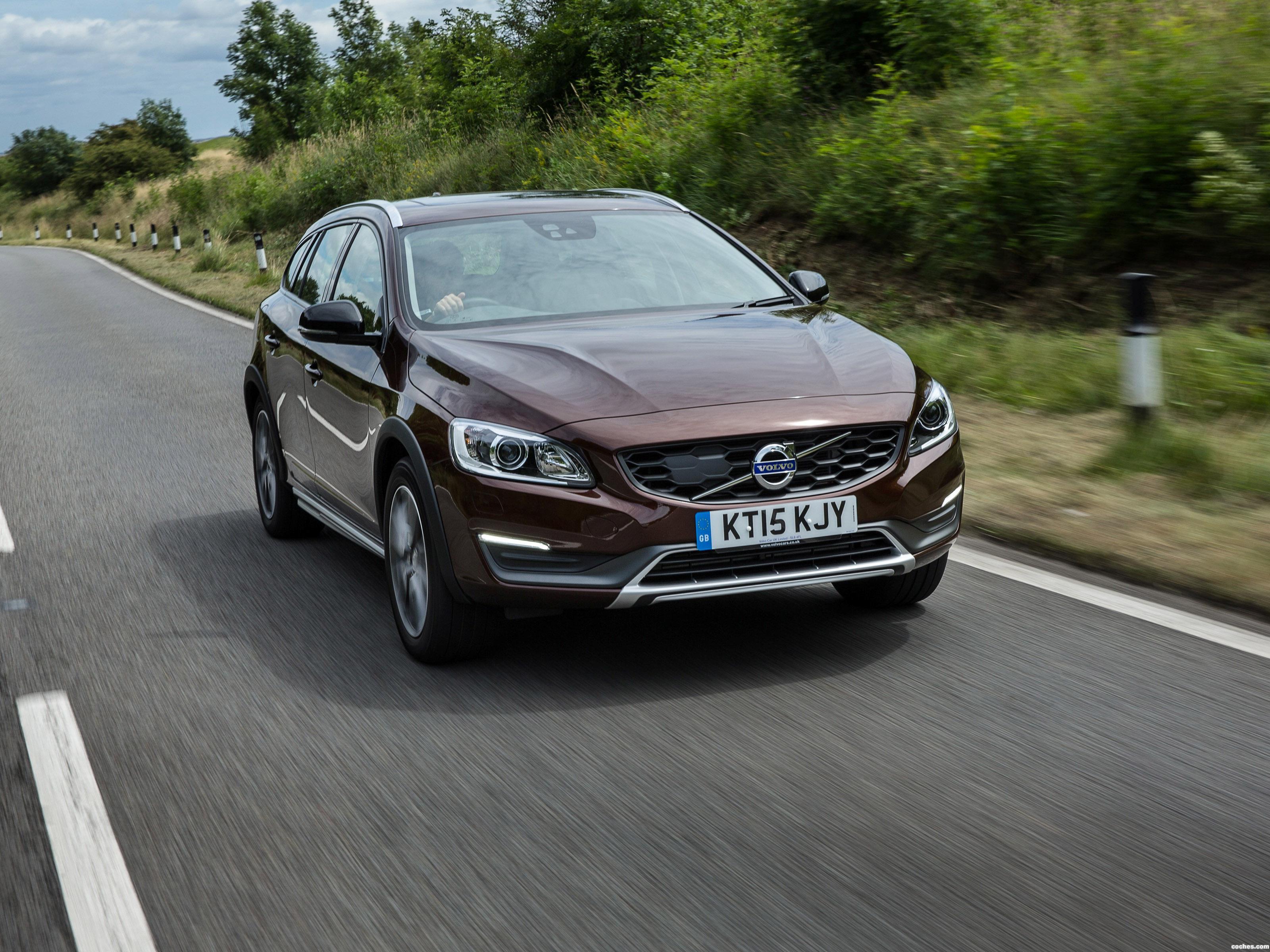 Foto 0 de Volvo V60 D3 Cross Country UK 2015