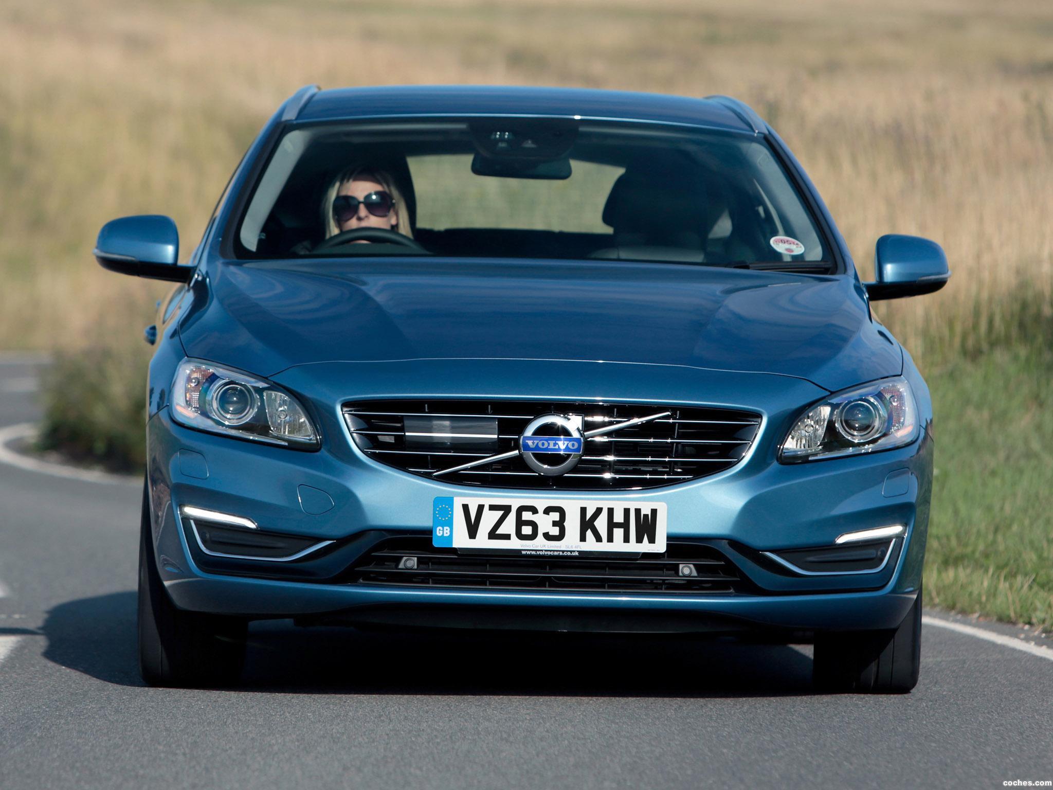 Foto 4 de Volvo V60 D6 Plug-in Hybrid UK 2013