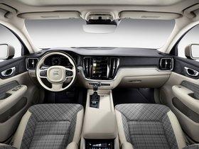 Ver foto 15 de Volvo V60 T6 Momentum 2018