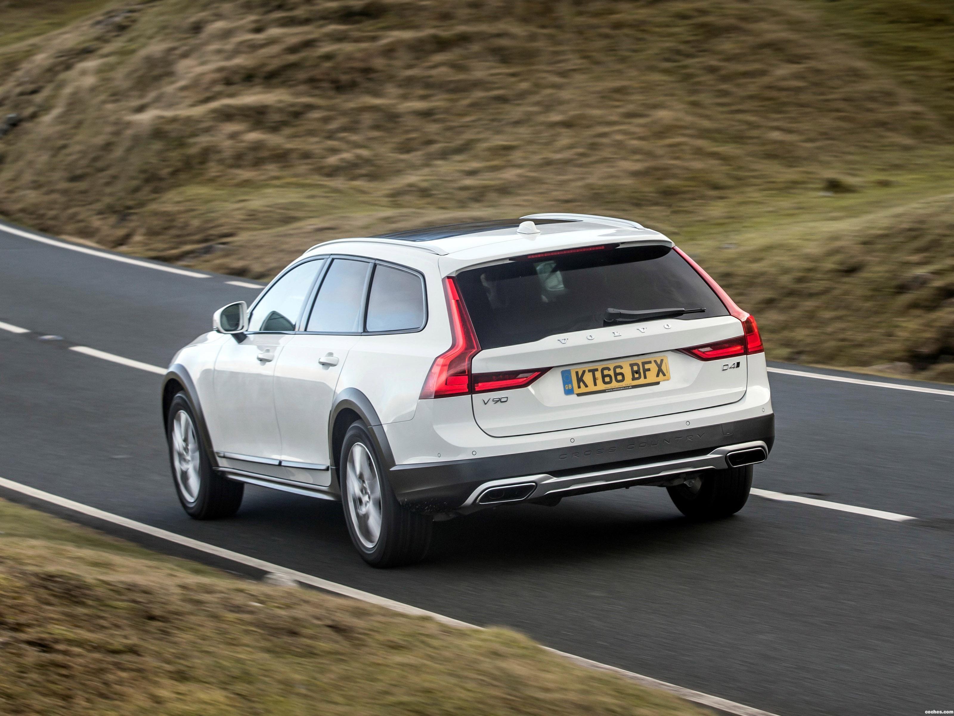 Foto 17 de Volvo V90 D4 Cross Country UK  2017