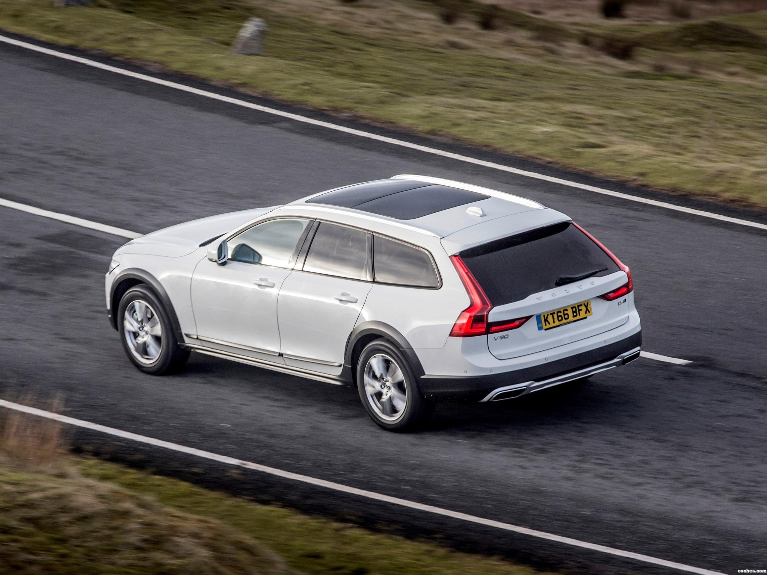 Foto 13 de Volvo V90 D4 Cross Country UK  2017