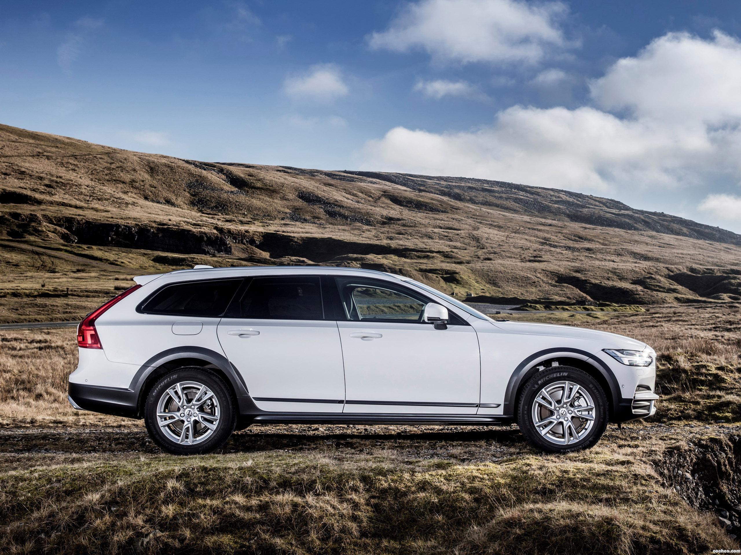 Foto 7 de Volvo V90 D4 Cross Country UK  2017