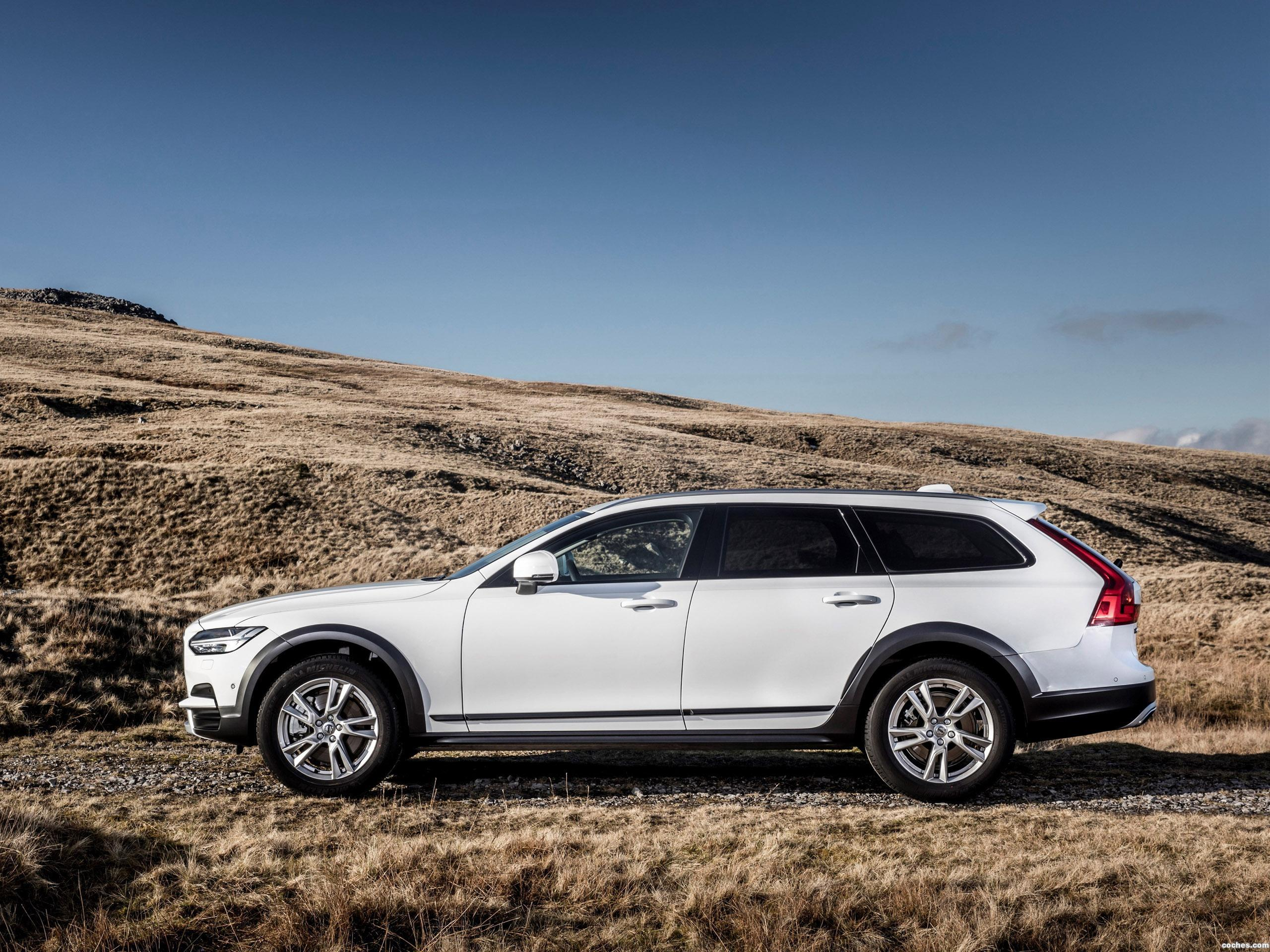 Foto 4 de Volvo V90 D4 Cross Country UK  2017