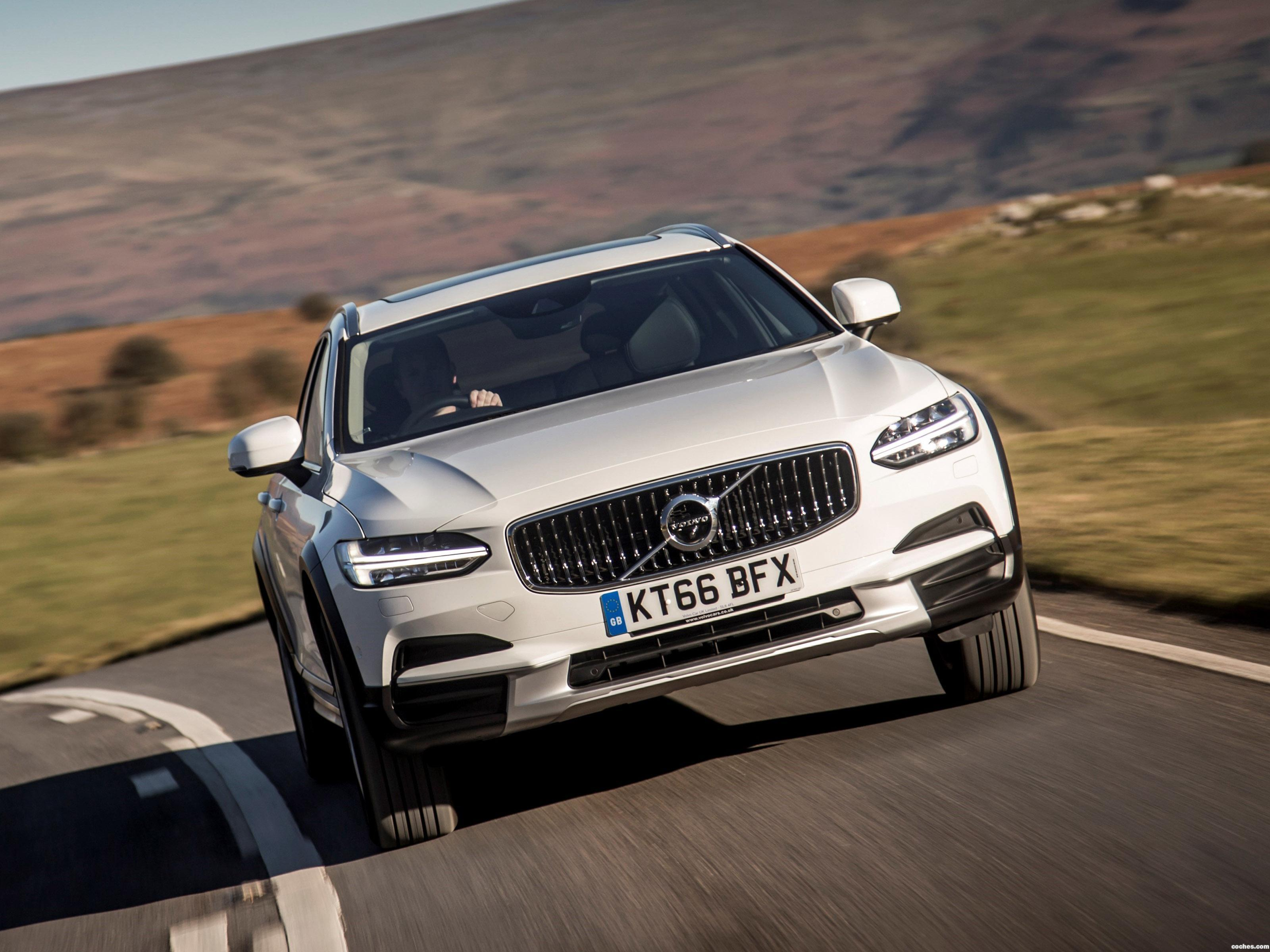 Foto 1 de Volvo V90 D4 Cross Country UK  2017