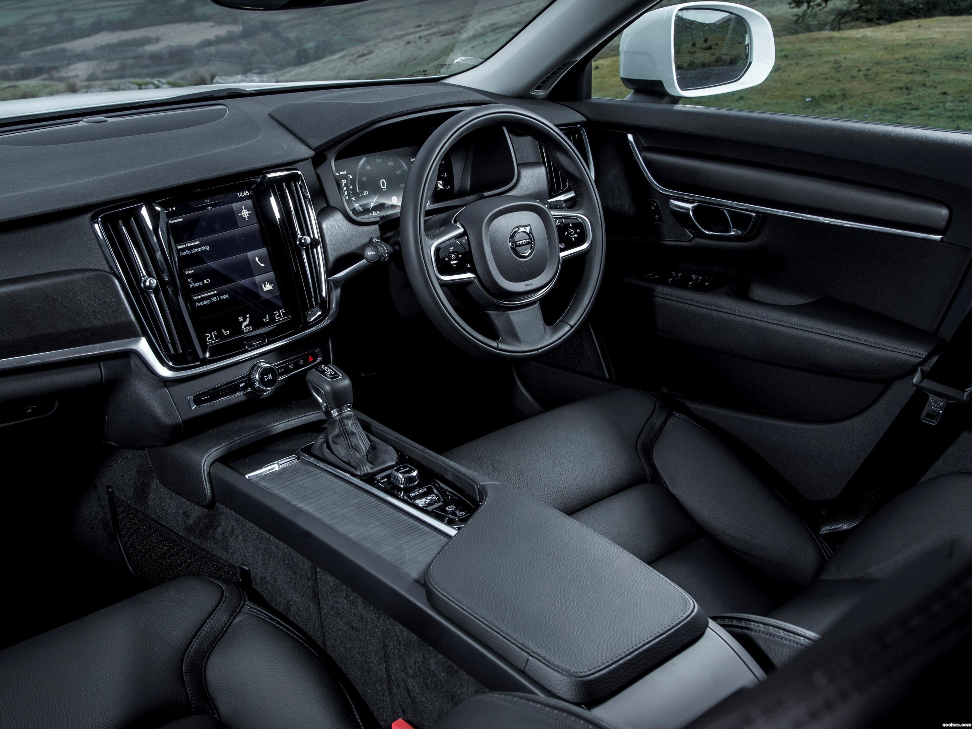Foto 27 de Volvo V90 D4 Cross Country UK  2017
