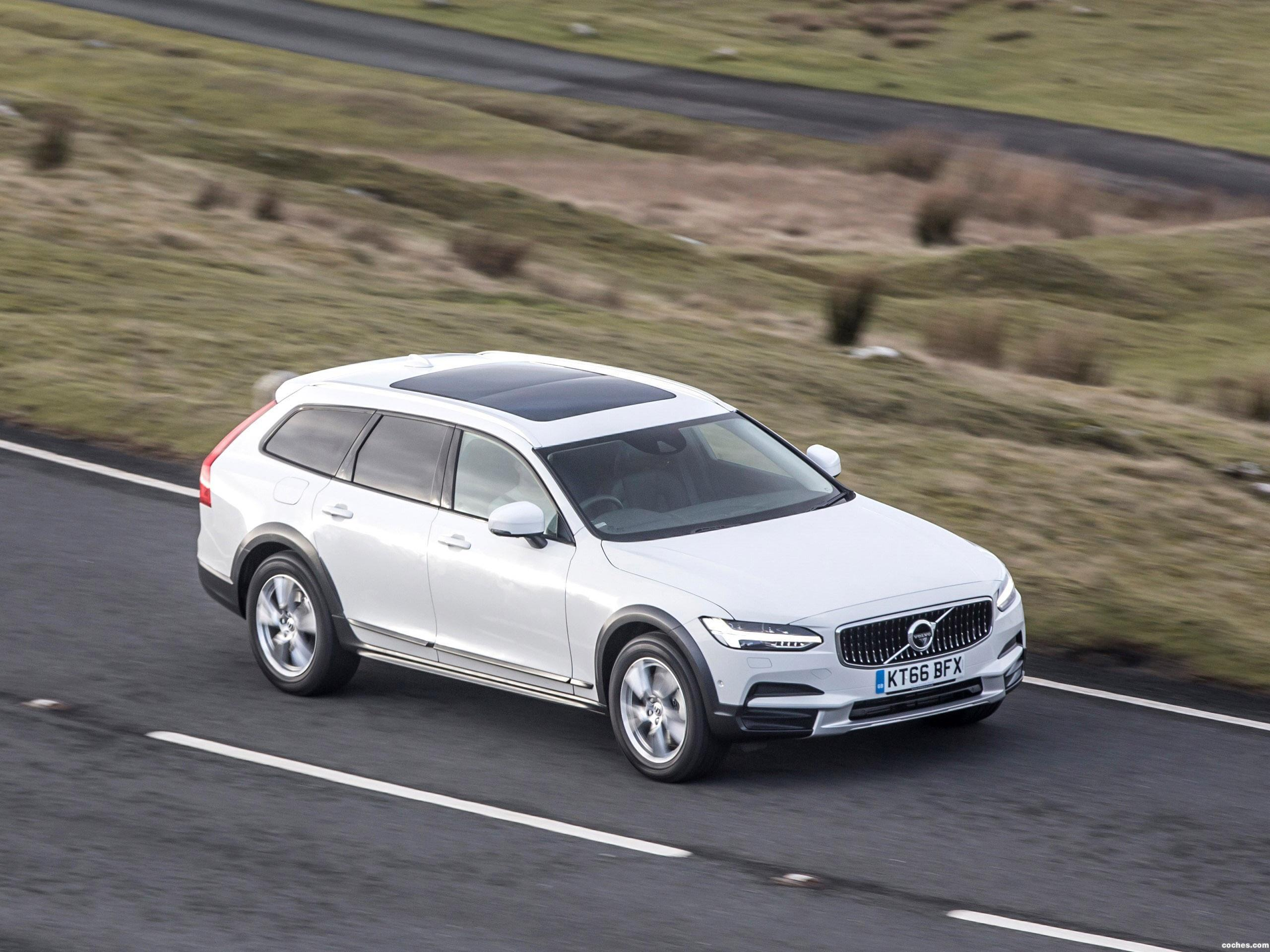Foto 22 de Volvo V90 D4 Cross Country UK  2017